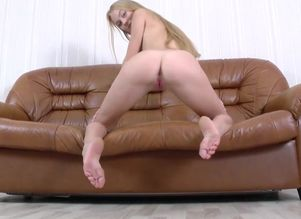 Young womans - Nancy A - Gorgeous Blond