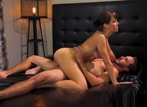 Lusty masseur Alana Cruise gets..