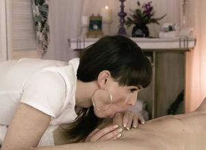 Massagist transsexual Natalie Mars..