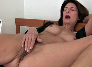 Granny takes care of her orgasmic needs