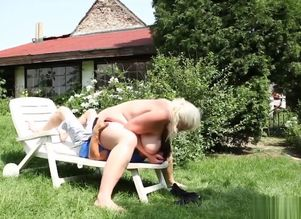 Blondie bbw sitting on guy face outdoors