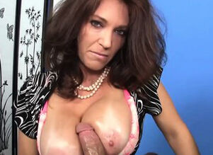 CFNM bigtitted cougar stroking..
