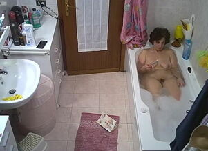 My wifey takes a tub and trims